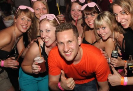 nackt feiern im club